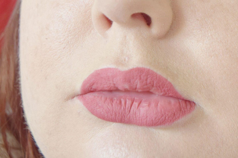 Clarins lipliner pencil in 05 roseberry lip swatch