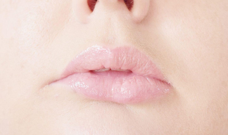 GlamGlow Pout Mud Wet Lip Balm Treatment Love Scene swatch