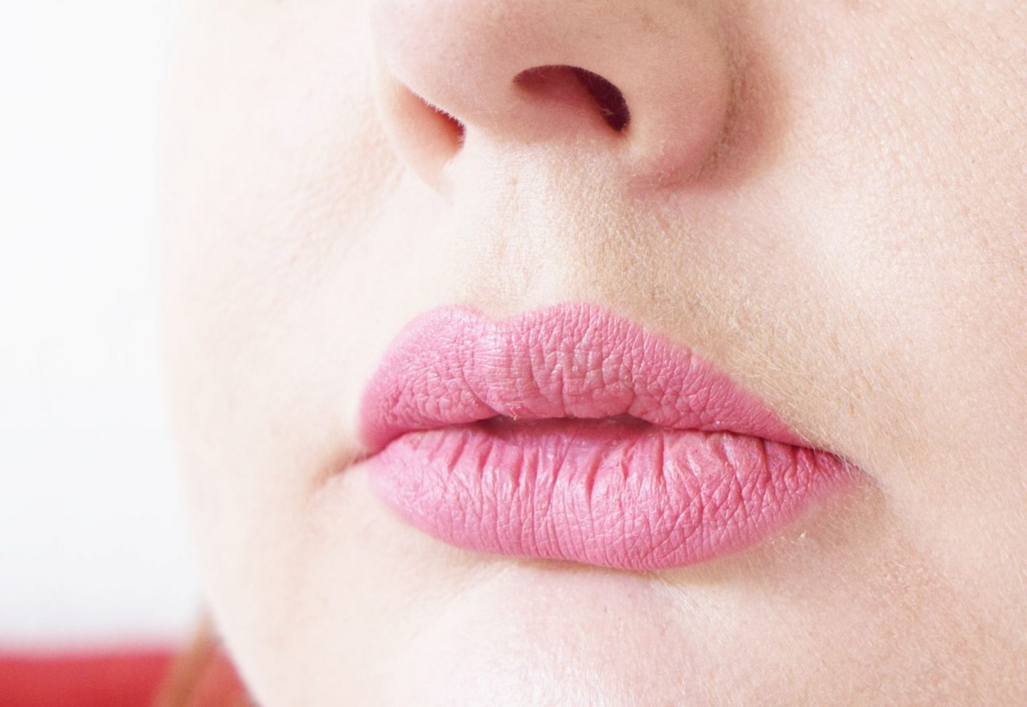 Bare Minerals Statement Under Over Lip Liner in Kiss-a-Thon lip swatch