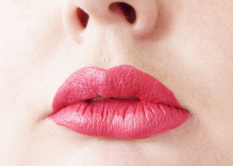 Bare Minerals Statement Matte Liquid Lip Colour in Juicy lip swatch