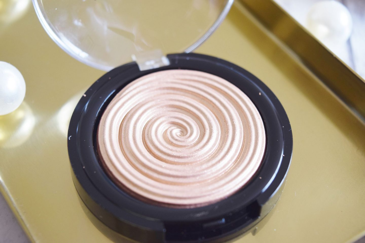 Laura Geller Beauty Baked Gelato Swirl Illuminator in Gilded Honey