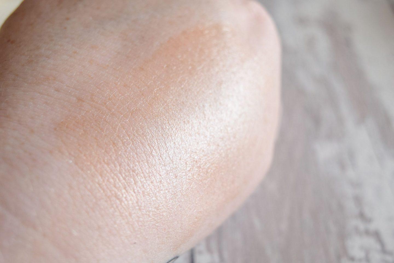 Laura Geller Beauty Liquid Gelato Pillow Top Illuminator in Gilded Honey swatch