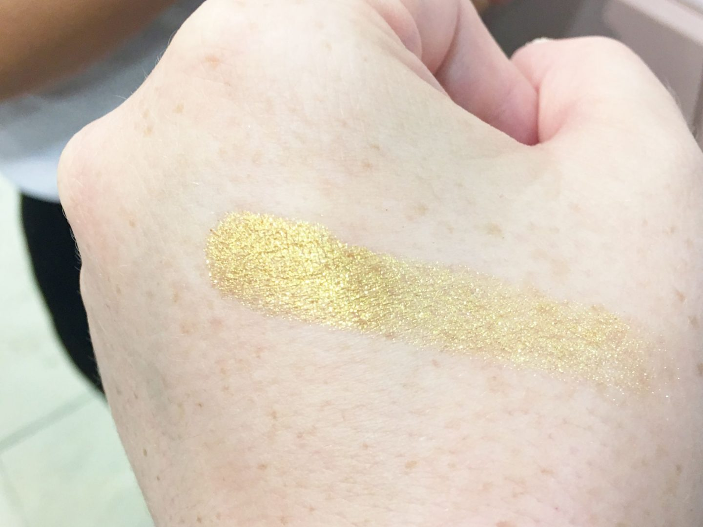 fenty beauty Killawatt Freestyle Highlighter in trophy wife swatch