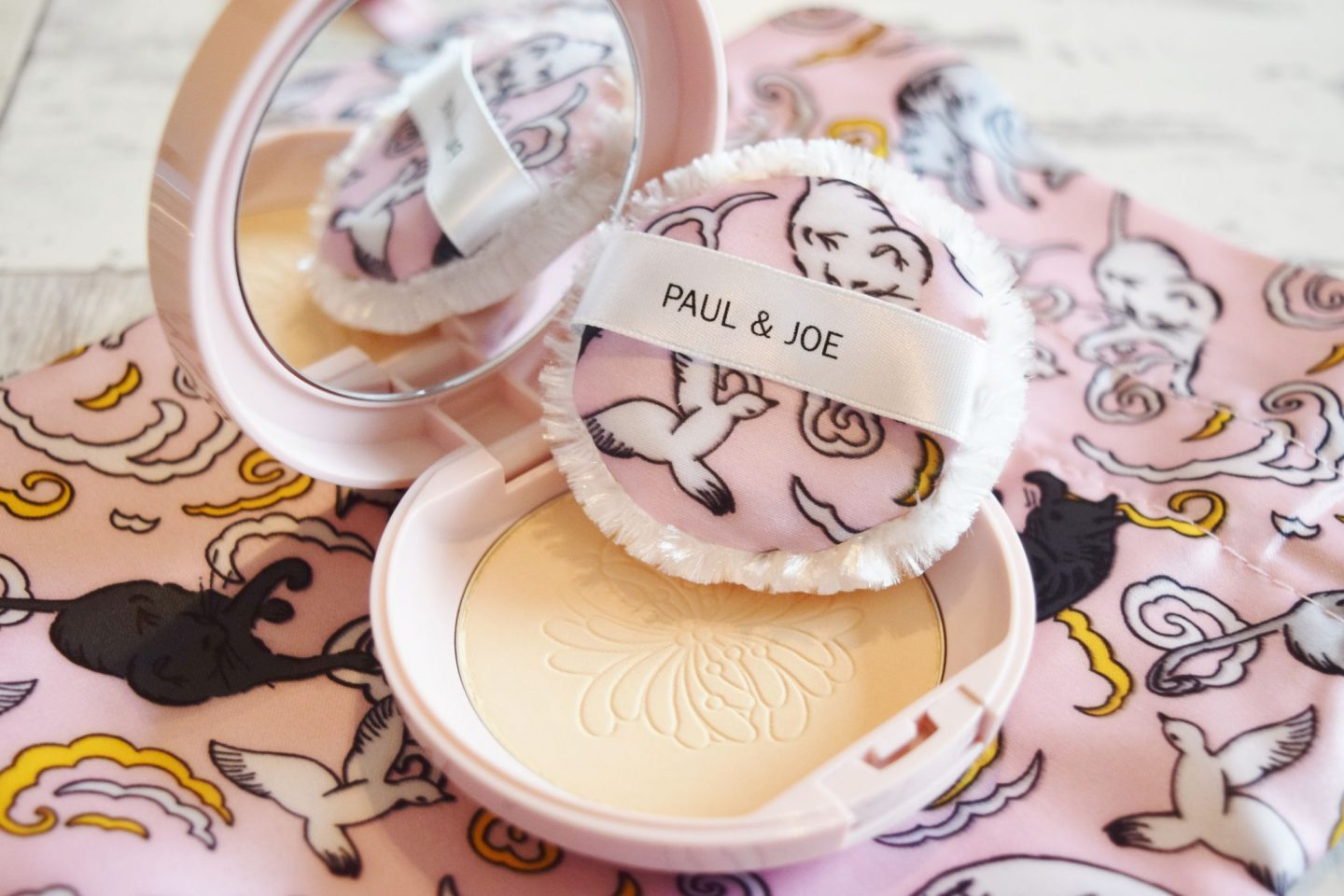 Paul & Joe Beaute Limited Edition Silky and Highlighting Pressed Face Powder in Natural Beige
