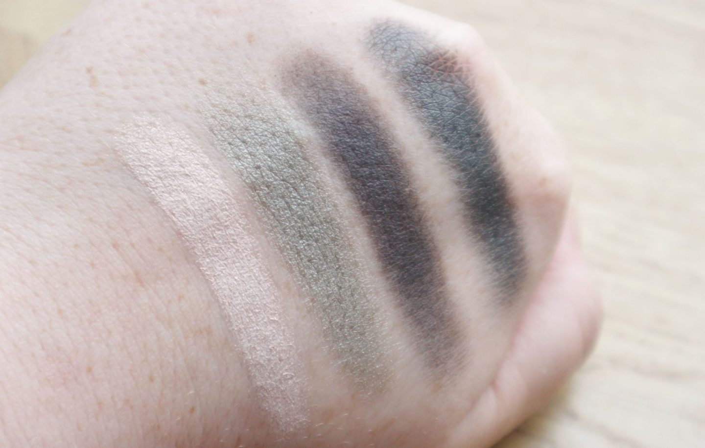 clarins 4-Colour Eyeshadow Palette in 06 Forest swatches