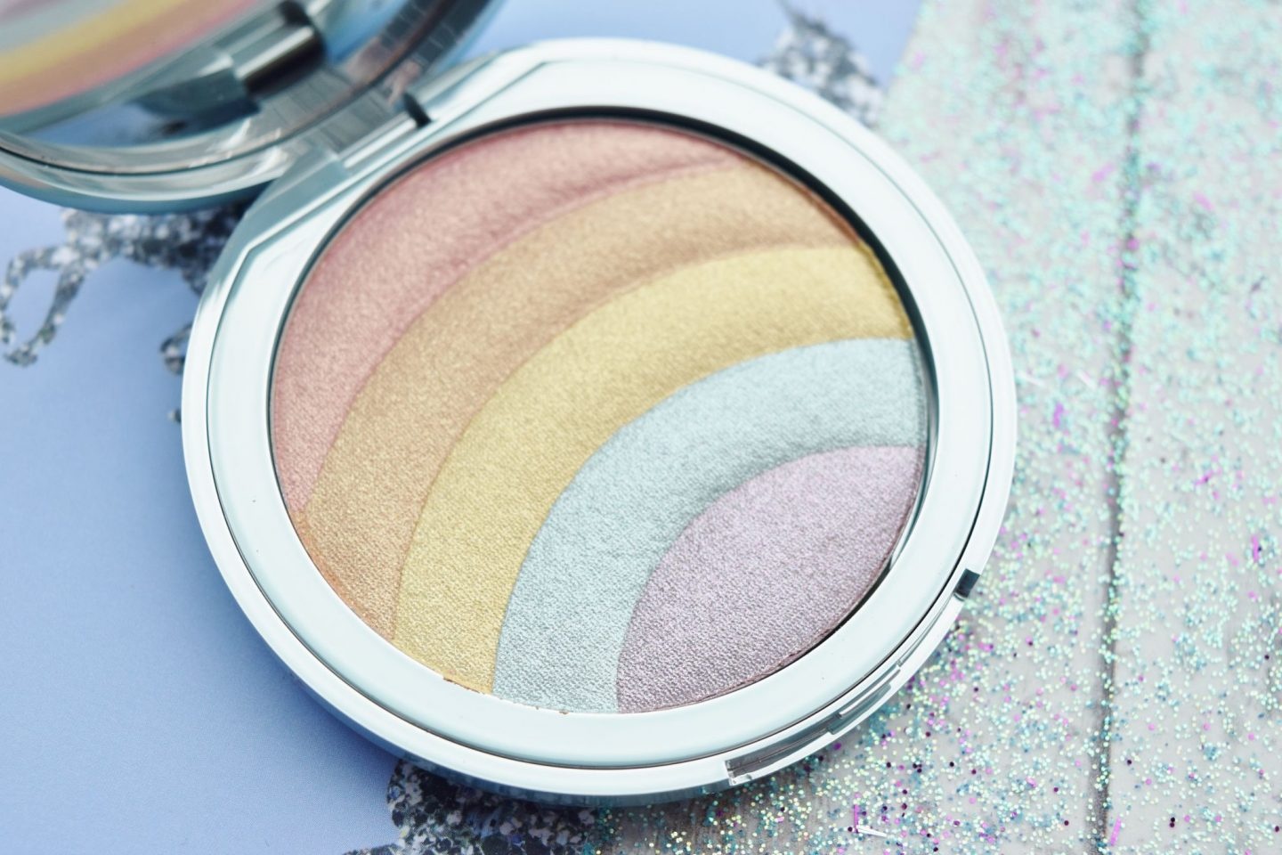 too faced Rainbow Strobe Rainbow Effect Highlighter