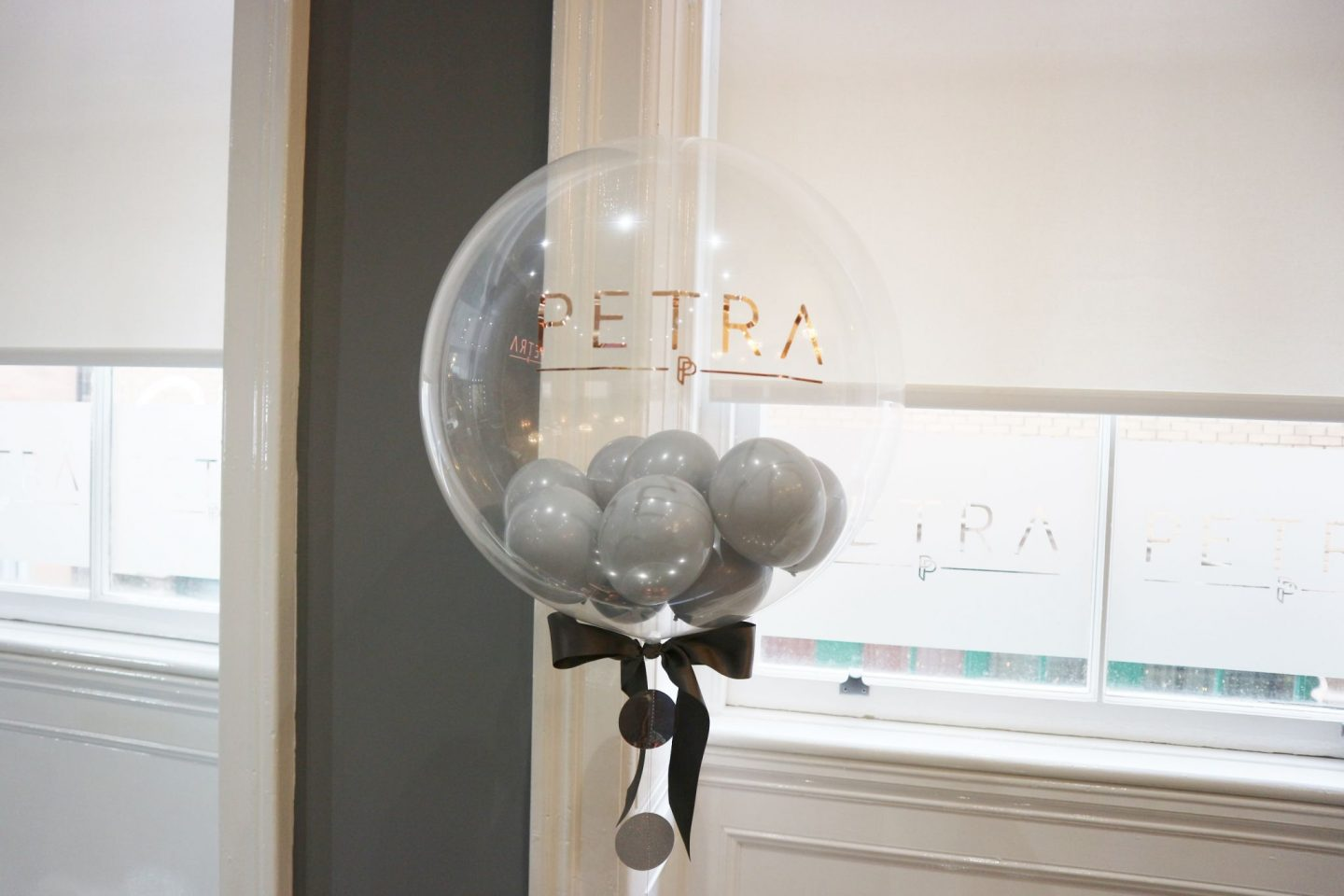 petra salon balloon