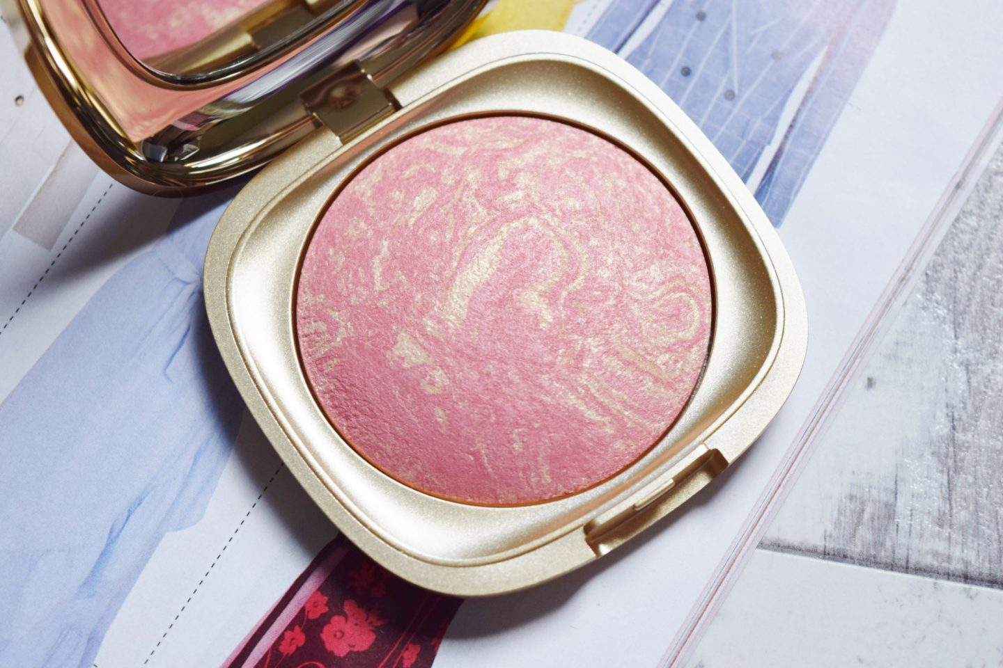 Kiko Milano Gold Waves Blush in 02 Coral Sunset
