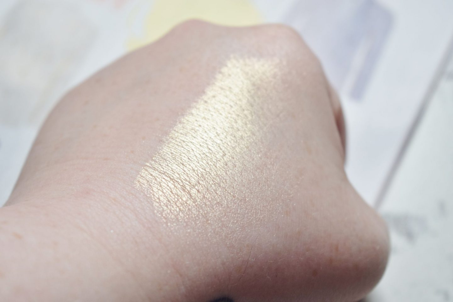 Kiko Milano Gold Waves Highlighter in 01 Golden Vibes swatch