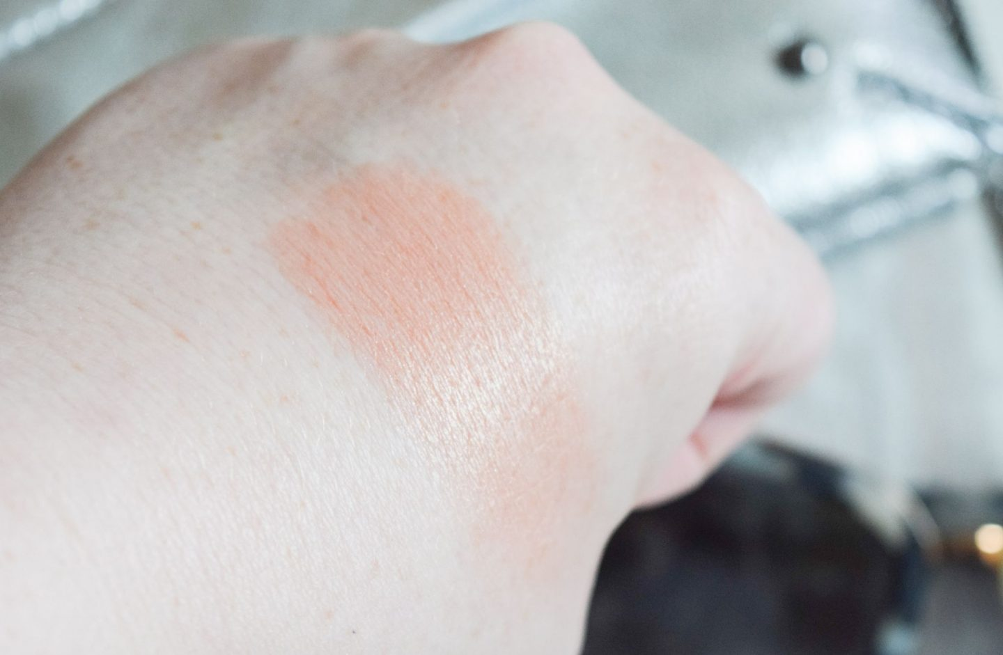 Charlotte Tilbury Cheek to Chic Blusher in Pillow Talk swatch