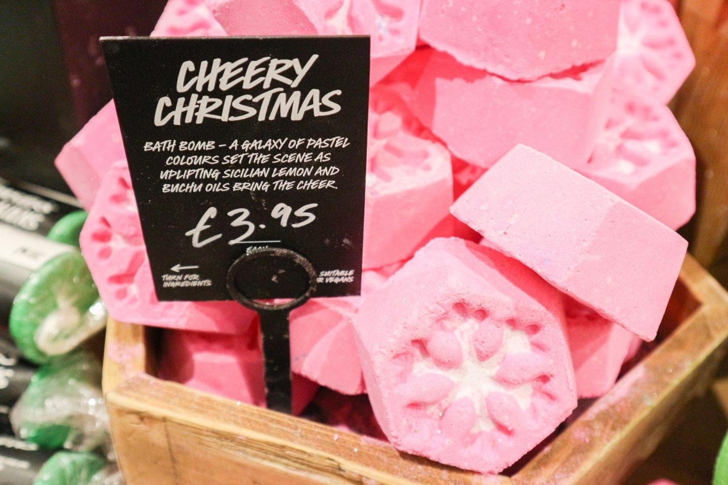 lush Cheery Christmas Bath Bomb