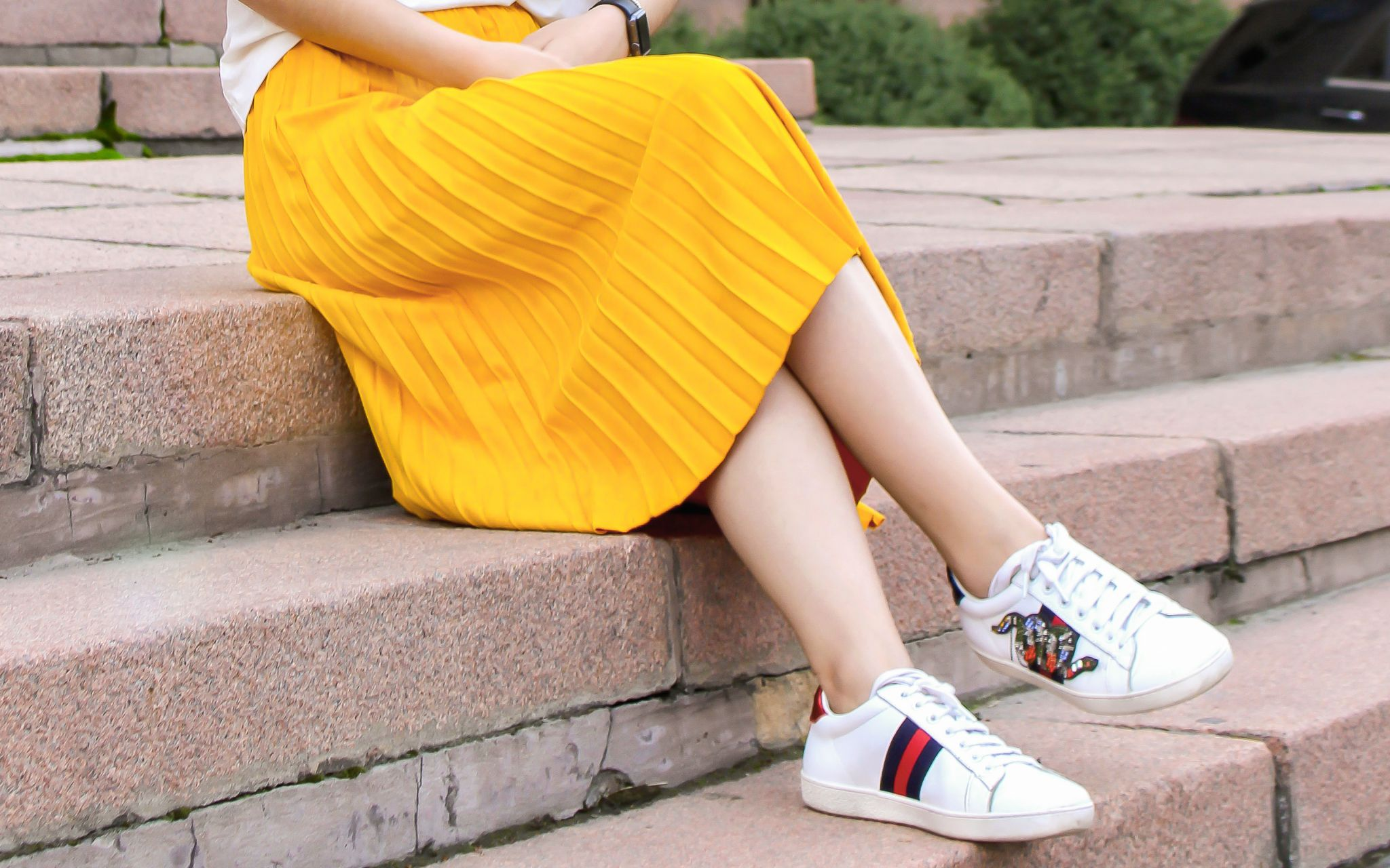 yellow midi skirt with trainers look