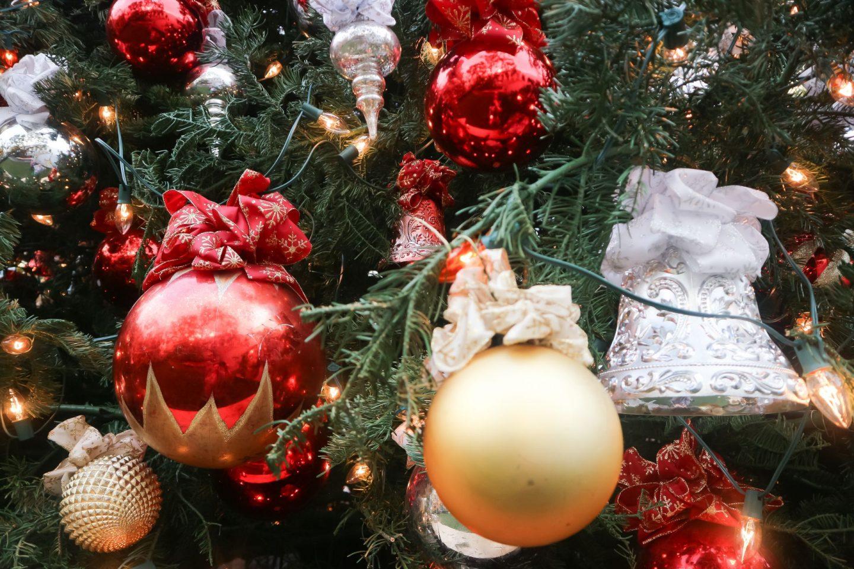 the grove christmas tree