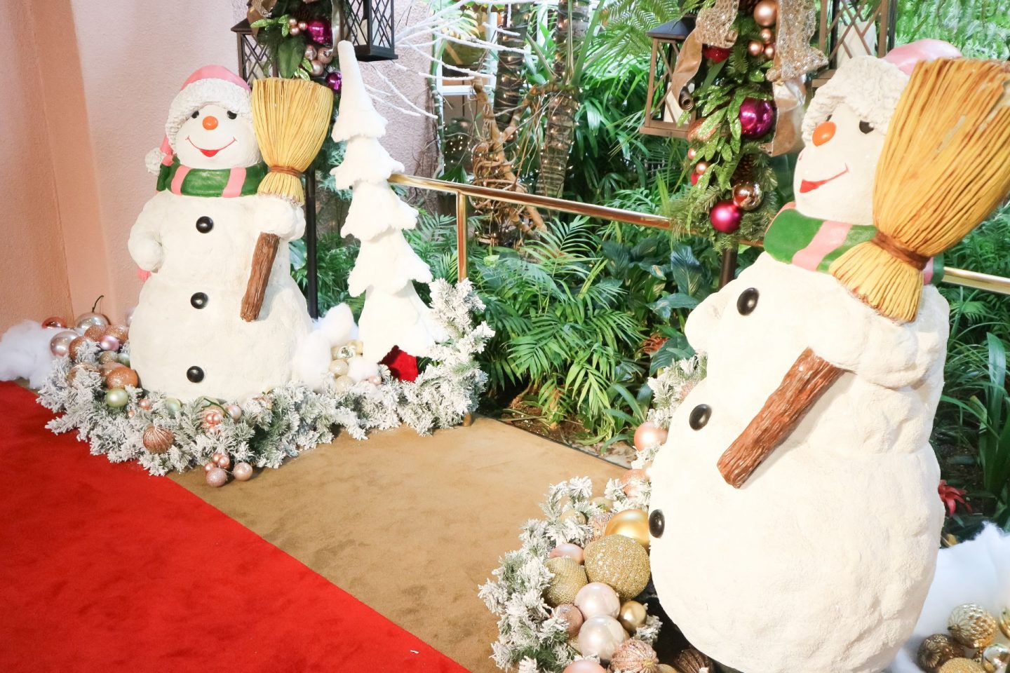 the beverly hills hotel holiday decorations