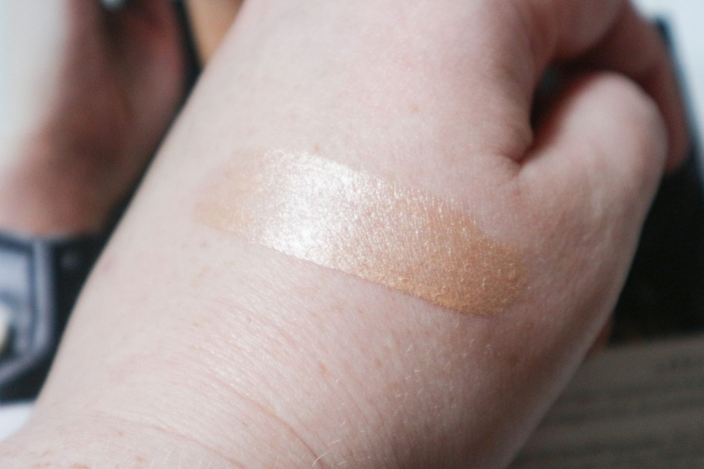 Charlotte Tilbury Beauty Light Wand in Spotlight swatch
