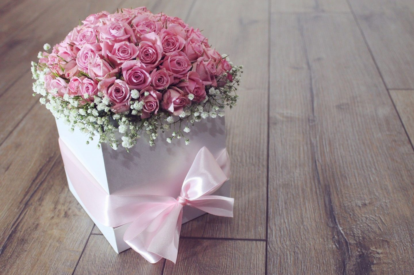 box of pink roses