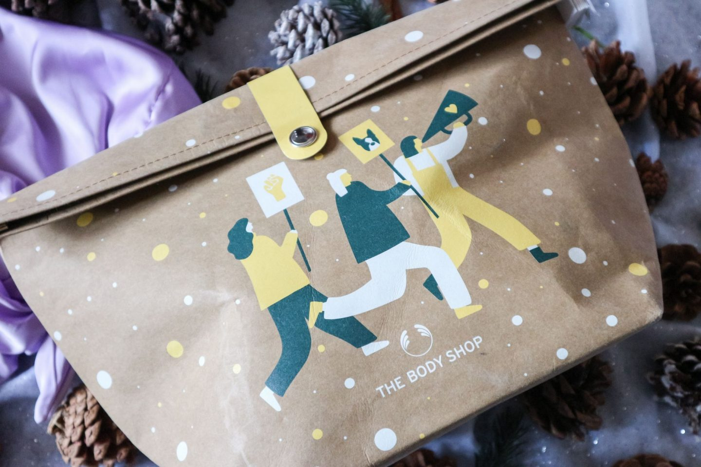 The Body Shop Soothing Almond Milk & Honey Ultimate Gift Bag
