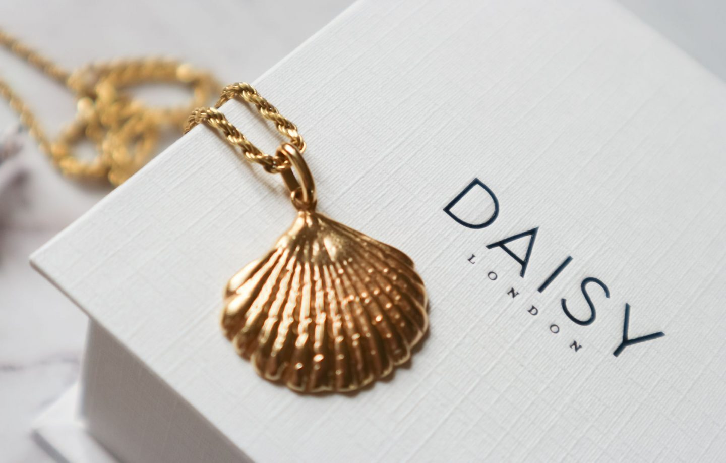 Daisy London Isla Large Shell Necklace 18Ct Gold Plate